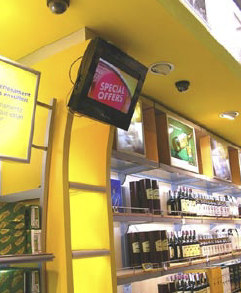 In this digital network, a total of 16 screens are placed in key areas of the Aldeasa store to perfect visibility towards the customers.
