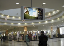 To initiate the deployment of the digital signage network, Ramstore stores with high sales volumes and large customer volumes were identified.