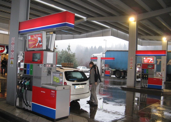 400 Screen Scala powered Digital Communication Network raises Sales at Slovenian Petrol Stations