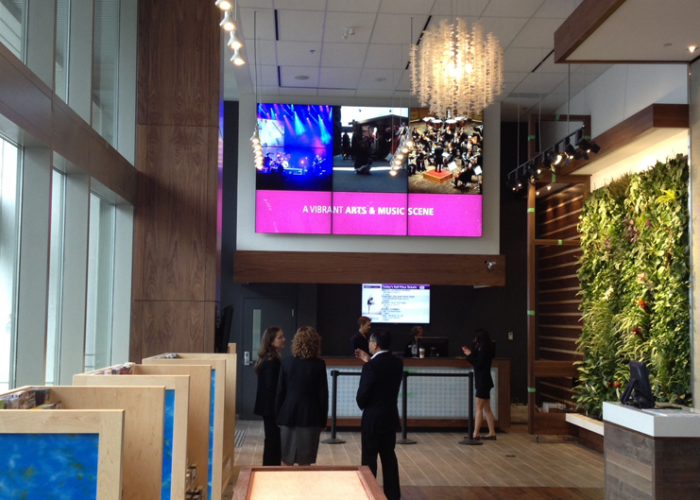 Tourism Vancouver welcomes visitors with awe-inspiring digital signage