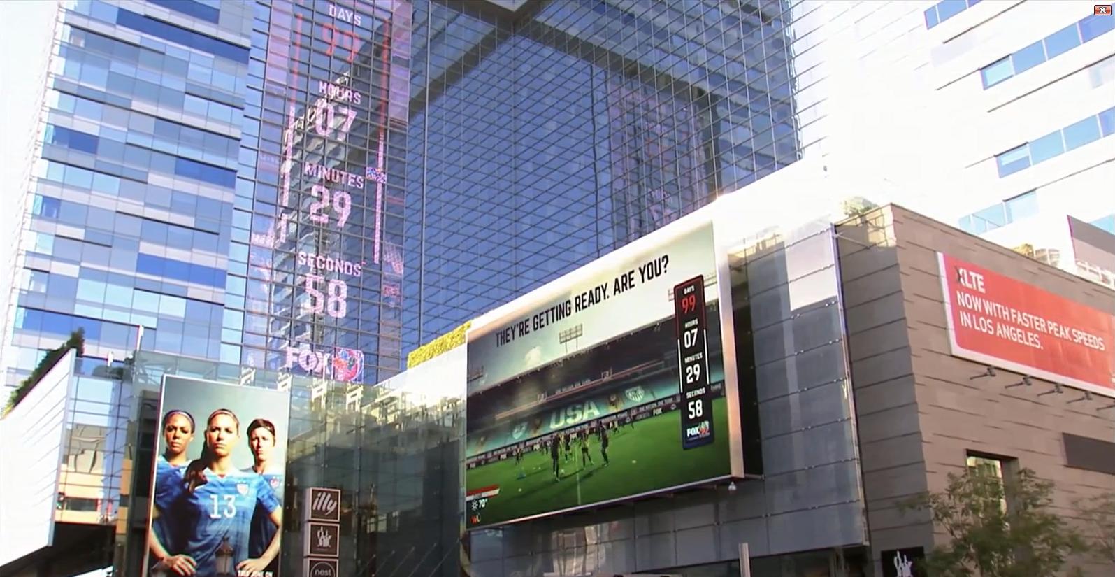 ロスアンジェルスの娯楽施設で、女子サッカーW杯の開催をカウントダウン