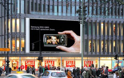 videoscreen dominates berlin city center digital signage. Black Bedroom Furniture Sets. Home Design Ideas