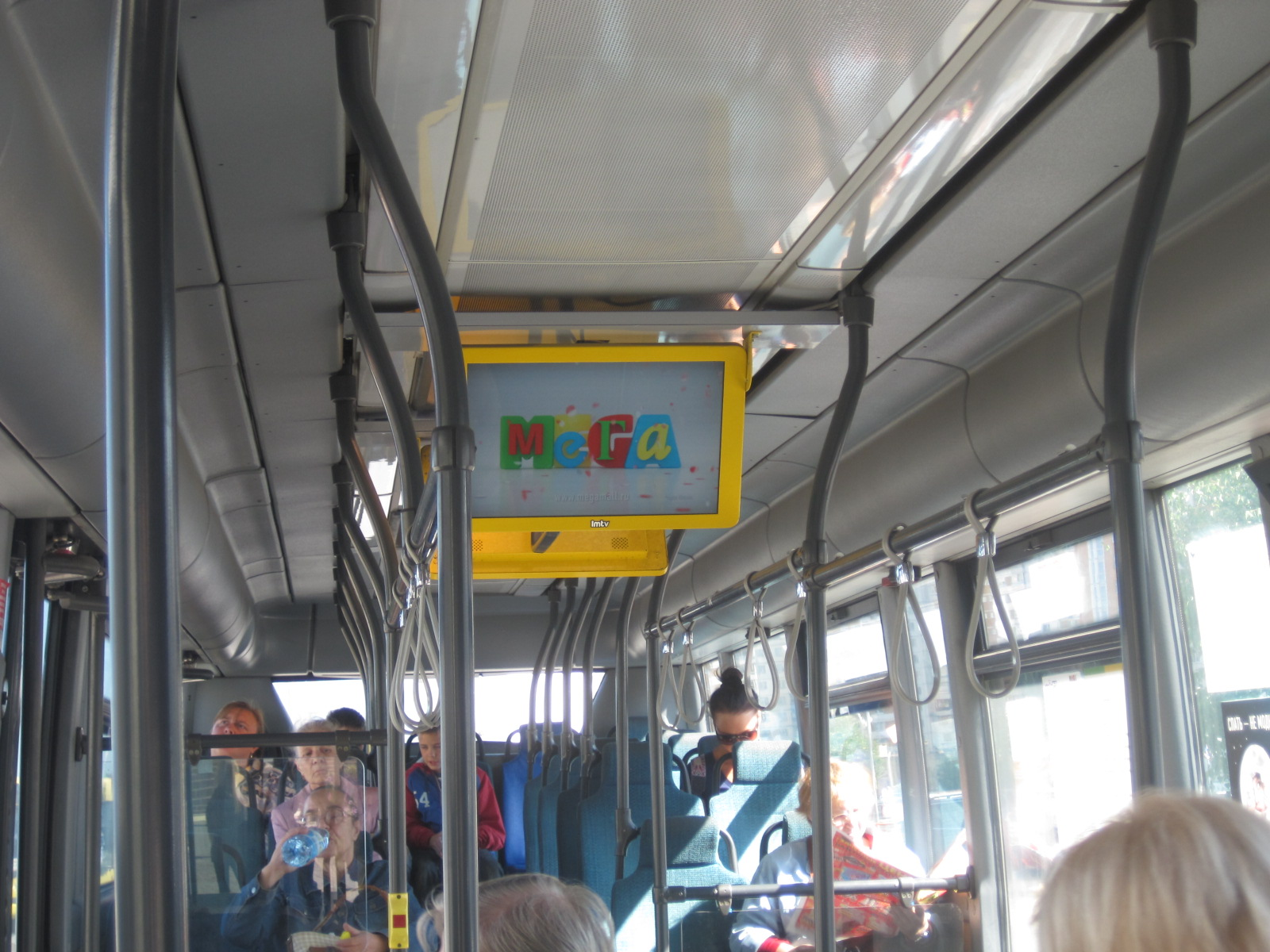 MegaBus installs over 300 screens in 101 buses in order to broadcast infotainment and commercials